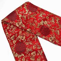 Roter Schwertbeutel mit eingesticktem Muster